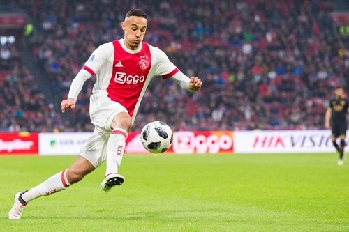 أياكس يستعيد نجمه المغربي في مباراة الأبطال أمام توتنهام