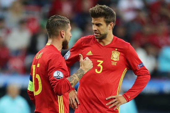 ريفالدو: راموس أفضل مدافع إسباني في التاريخ وأستبعد عودة بيكيه للعب الدولي