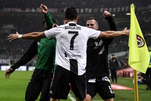 رونالدو يقود يوفنتوس إلى الفوز على ميلان ويقترب من صدارة الهدافين