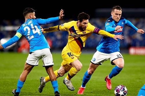 دوري الأبطال: برشلونة لإنقاذ موسمه ومدربه أمام نابولي