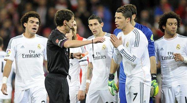 إيقاف حكم مباراة ريال مدريد وبلباو لشهر
