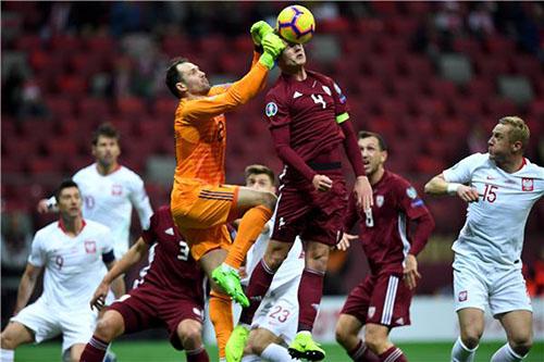 المنتخب البولندي ينتزع فوزا صعبا من لاتفيا