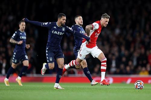 أرسنال يفوز على أستون فيلا بثلاثية في الدوري الإنجليزي