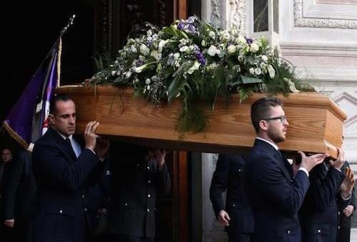 جنازة مهيبة لقائد فيورنتينا الراحل