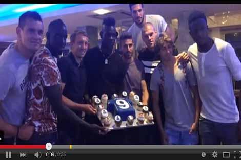 بالوتيلي يحتفل بذكرى ميلاده