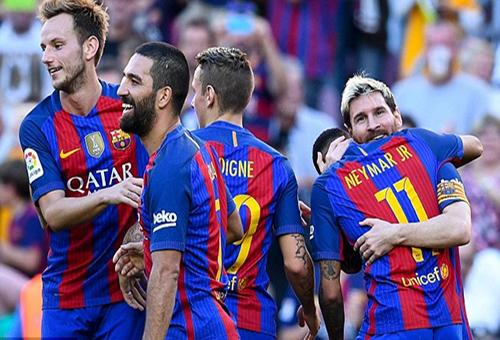 برشلونة يدكَّ شباك ديبورتيفو لاكورونيا برباعية في مباراة عودة ميسي