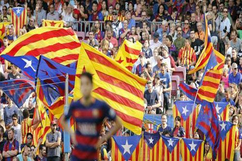 برشلونة يدين حظر أعلام كتالونيا في نهائي الكأس