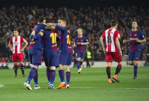 سواريز وميسي يقودان برشلونة لاكتساح جيرونا بسداسية في الدوري الإسباني