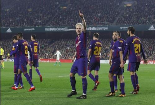 """برشلونة """"يفترس"""" ريال بيتيس بخماسية في عقر داره ويعزز صدارته للدوري الإسباني"""