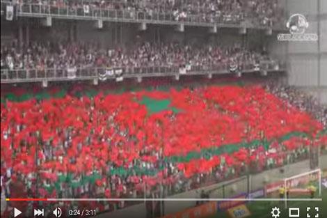 علم المغرب بمدرجات ملعب مينيرو