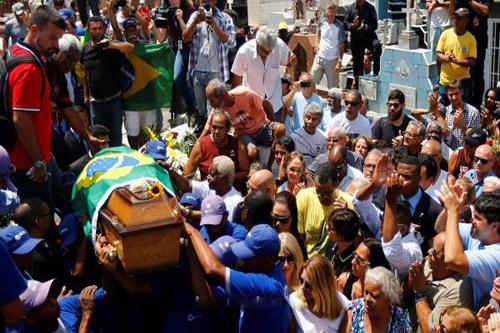 جنازة حاشدة لكارلوس ألبرتو في البرازيل