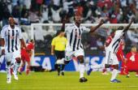"""""""غربان"""" مازيمبي يفوزون على اتحاد الجزائر في ذهاب نهائي أبطال إفريقيا"""