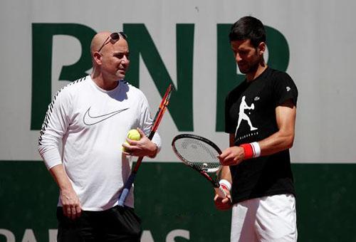 أغاسي: عدت إلى التنس بسبب ديوكوفيتش