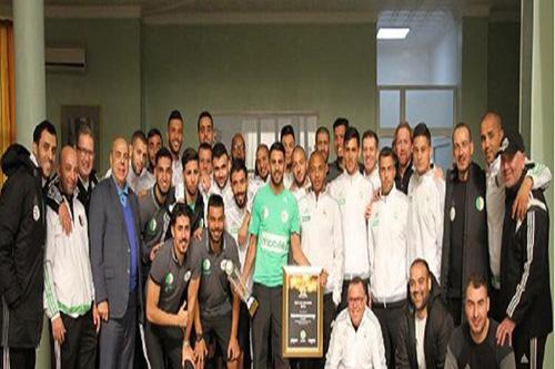 لاعبو منتخب الجزائر يستقبلون محرز بحفاوة بالغة