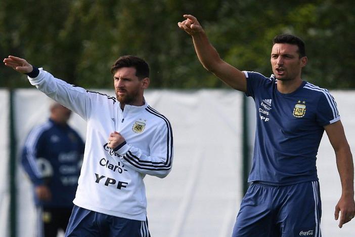 سكالوني: قطر لديها منتخب محترم ويلعب كرة جيدة