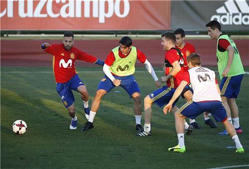 كوستا يثير القلق في معسكر إسبانيا