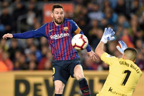 """برشلونة أمام فرصة """"للتتويج"""" بالدوري الإسباني الليلة أمام ألافيس"""