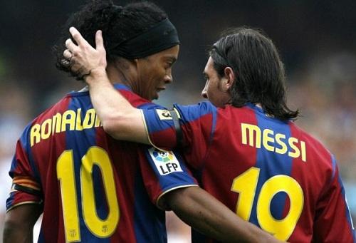 رونالدينيو لإدارة برشلونة: يجب حجب الرقم 10 بعد ميسي فهو أسطورة حية!