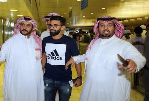فوزير يصل السعودية.. والنصر ينهي إجراءات ضمه