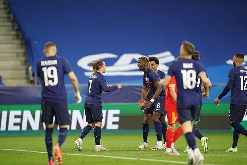 اليويفا قد يجري تحقيقات في ادعاءات تعرض لاعبي المنتخب الفرنسي لإساءات عنصرية بالمجر