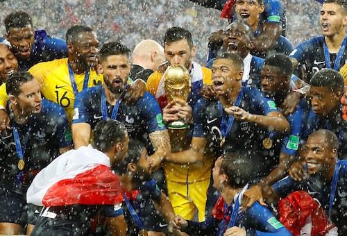 """""""ديُوك فرنسا"""" المستوردة تهزم منتخب كرواتيا وتفوز بكأس العالم """"روسيا2018"""""""