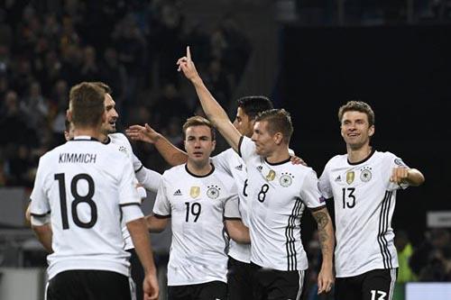 """منتخب ألمانيا """"كامل العدد"""" أمام أيرلندا الشمالية"""