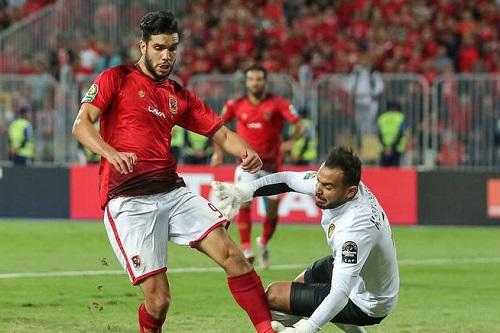 مدرب الأهلي المصري يتفهم ردة فعل المهاجم أزارو الغاضبة