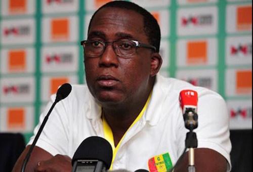 الهزيمة من المغرب تلف حبل الإقالة على عنق مدرب غينيا