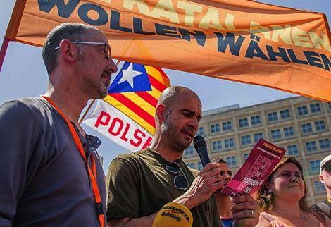 غوارديولا: استمتعت باللعب لمنتخب اسبانيا.. لكني أفضل كاتالونيا
