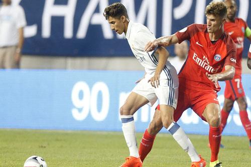أشرف حكيمي أول مغربي يلعب لكبار ريال مدريد