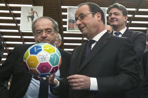هولاند ينفي تأجيل أو إلغاء بطولة يورو 2016