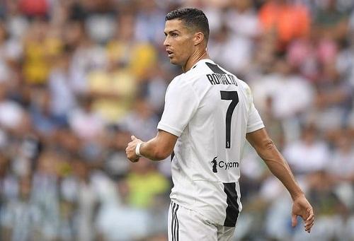 مدرب ريال مدريد يتجاهل إهانة رونالدو ويؤكد أحقية مودريتش بالجائزة