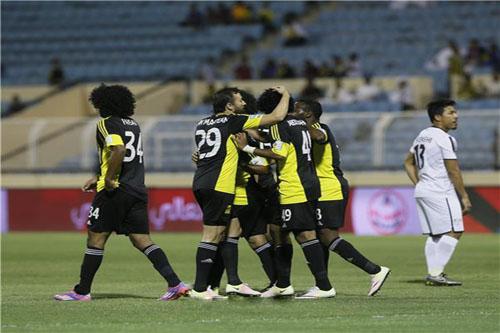 اتحاد جدة يتصدر الدوري السعودي بفوز صعب أمام الفتح