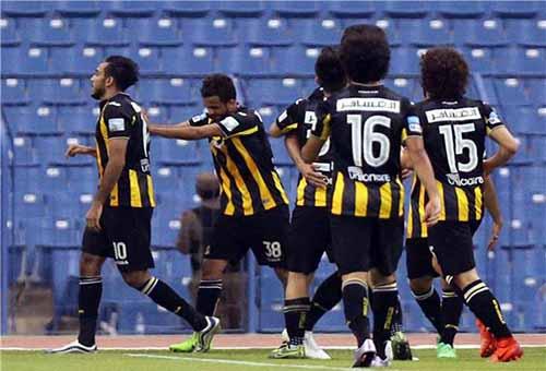 اتحاد الكرة السعودي يسمح لرباعي أهلي جدة بالمشاركة أمام السد