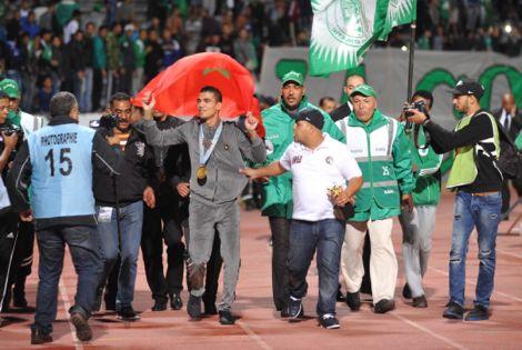 الرجاء يَحتفي بمحمد ربيعي مع الجمهور ويُهديه 5 ملايين سنتيم