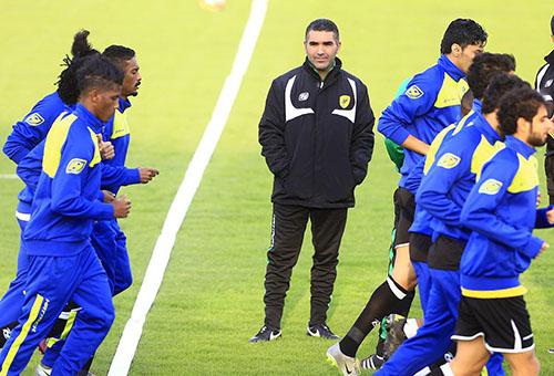 مدرب الخليج: أثق في قدرات اللاعبين أمام الأهلي