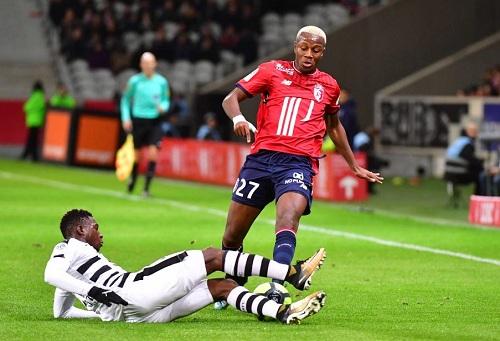 """صَفقة منديل والأرسنال.. انضِمام اللاعب المغربي إلى """"البريميرليغ"""" في يناير رهِين بـ""""التنافسية"""""""