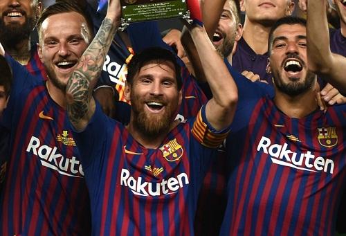 """ميسي يدخل التاريخ الذهبي لبرشلونة بعد التتويج بكأس """"سوبر"""" إسبانيا"""