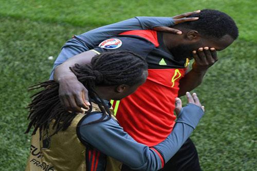 لوكاكو يكشف سر البكاء بعد الفوز على أيرلندا