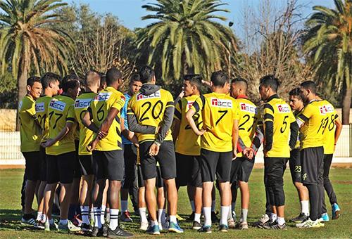المغرب الفاسي يكذب خبر إضراب لاعبيه عن التداريب