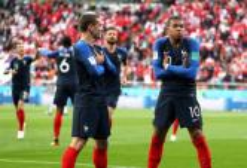 فرنسا تقصي بيرو بصعوبة وتحسم التأهل إلى الدور الثاني من كأس العالم