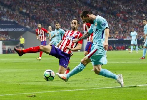 برشلونة يتعادل بصعوبة مع أتلتيكو مدريد ويعزز صدارته للدوري الإسباني