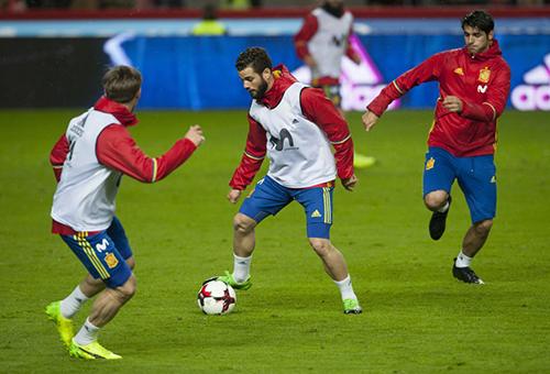6 لاعبين بإسبانيا يواجهون خطر الغياب أمام إيطاليا
