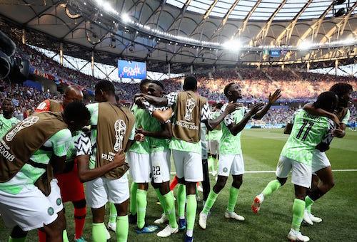 نيجيريا تفوز على أيسلندا بثنائية وتعقد حسابات المجموعة الرابعة في كأس العالم