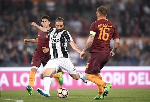 يوفنتوس يتعادل مع روما ويحتفظ بلقب الدوري الإيطالي للمرة السابعة على التوالي