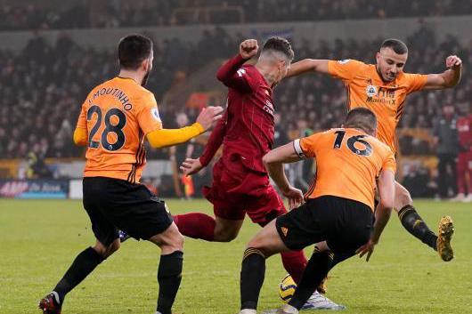 فيرمينيو يقود ليفربول لفوز صعب على وولفرهامبتون في الدوري الإنجليزي