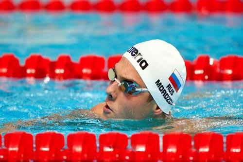 الروسي موروزوف يتوج بذهبية 100 متر بكأس العالم للسباحة