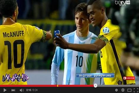"""لاعب جامايكا يلتقط """"سيلفي"""" مع ميسي"""
