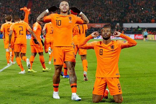 """أبطال العالم مهددون بالإقصاء بعد قمة الليلة بين """"طواحين"""" هولندا و""""ماكينات"""" الألمان"""