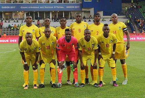 وزير رياضة زيمبابوي يرفض عقاب لاعبي المنتخب